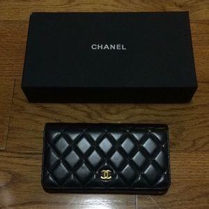 Chanel Wallet Black Gold Hardware